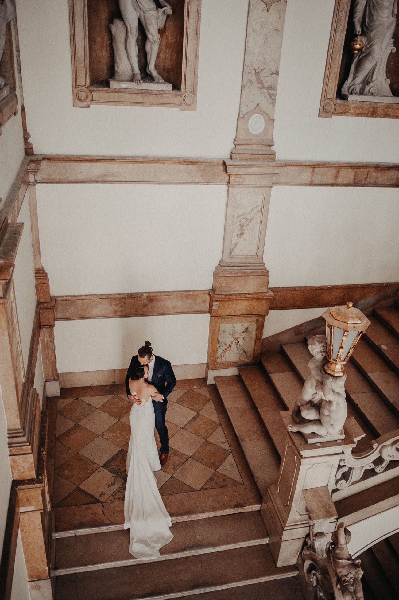 Hochzeit session in Salzburg Schloss Mirabell Marmorsaal