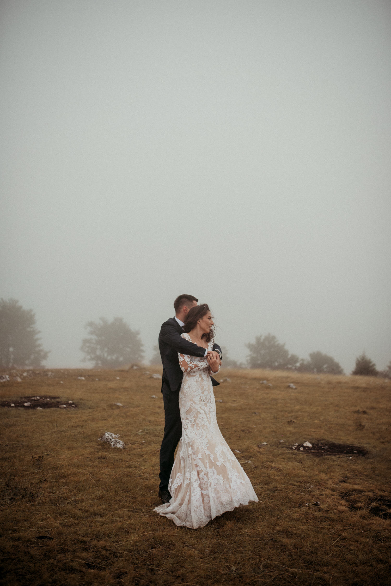 wedding photography with couple on rain