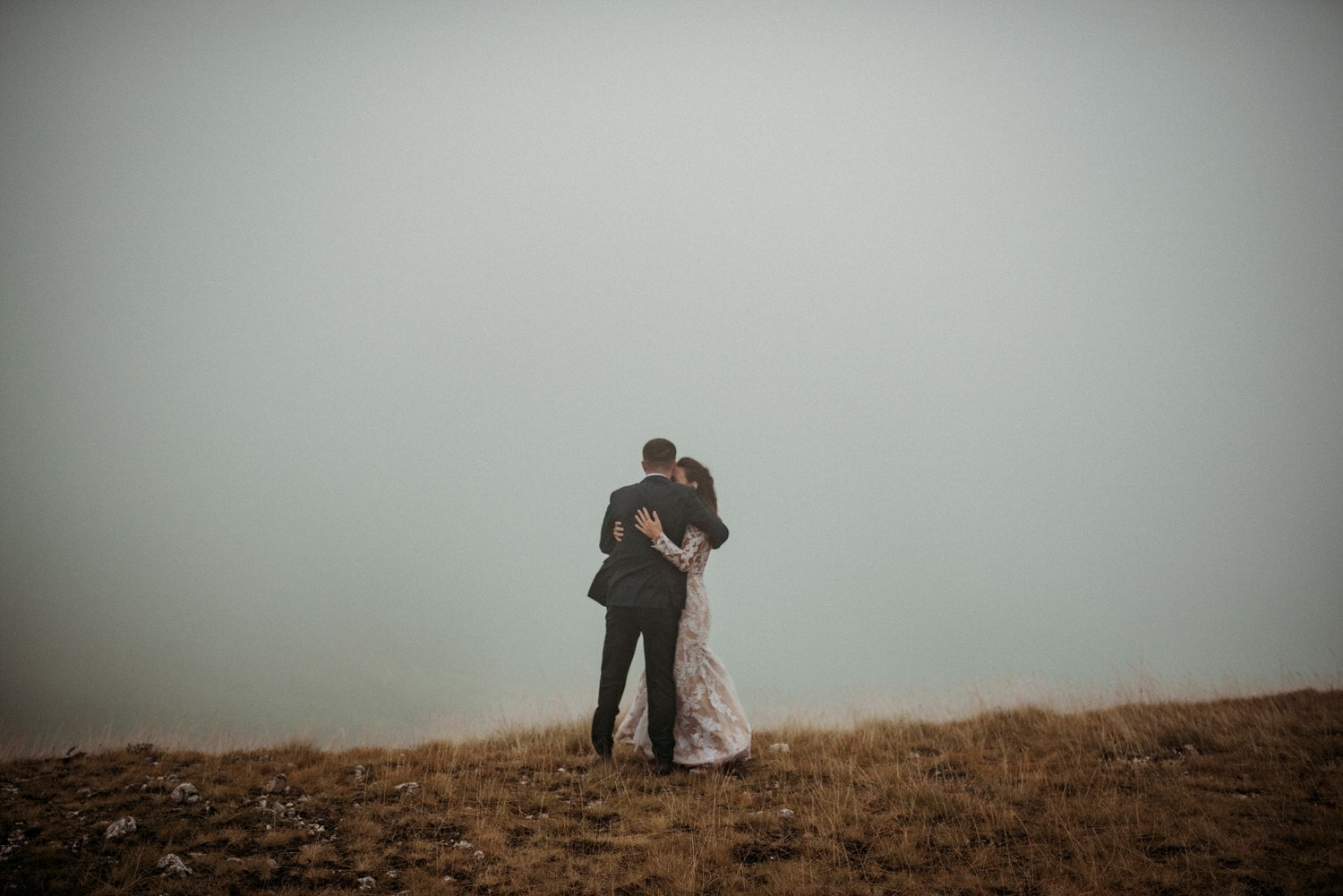 Amazing wedding with rain and fog